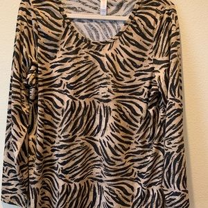XL LuLaRoe Lynnae long sleeve shirt